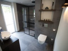 DEK-design Wall in moderne badkamer